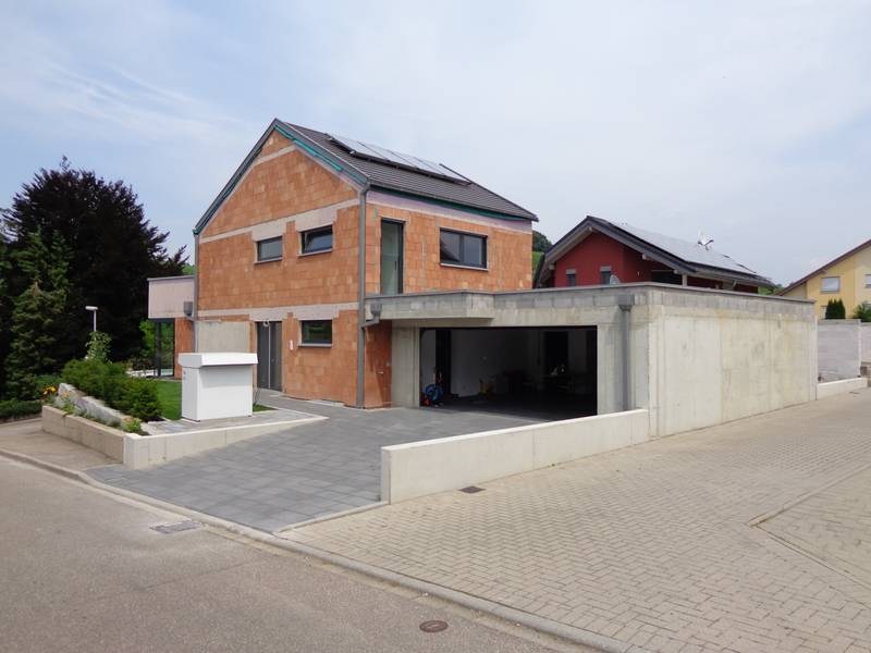 Haus mit doppelgarage  Krämer Architekten: Haus U _ Durbach
